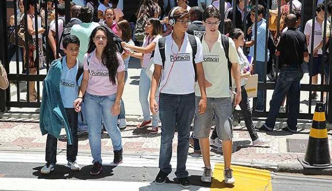 Algumas escolas particulares já estão tendo aulas, mas uma parte delas só começa na segunda - Foto: Marco Aurélio Martins | Agência A TARDE
