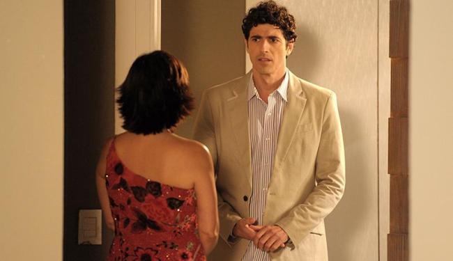 Ao chegar no hotel, após o roubo, eles descobrem que a reserva não foi feita - Foto: Divulgação   TV Globo