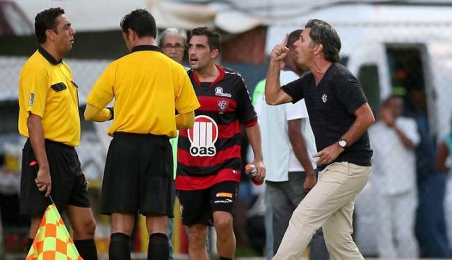 Caio Junior (à dir.) assumiu fraca atuação, mas também culpou a arbitragem pela eliminação do time - Foto: Eduardo Martins | Ag. A Tarde