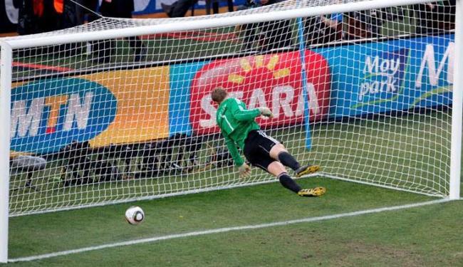 Tecnologia vem evitar erros como o gol não confirmado no jogo entre Inglaterra e Alemanha - Foto: Jon Hursa / Agência EFE