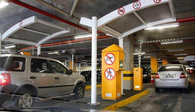 Os estacionamentos continuam gratuitos até que a Justiça se manifeste sobre o recurso da Sucom - Foto: Joá Souza | Ag. A TARDE