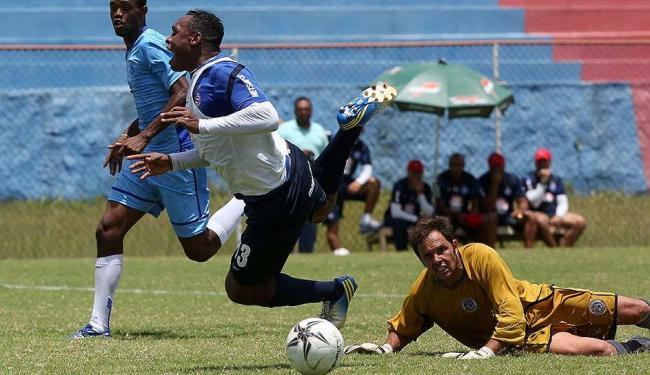 Mais leve, Obina movimentou-se bem no jogo-treino e saiu na frente na luta pela camisa 9 - Foto: Marco Aurélio Martins | Ag. A TARDE