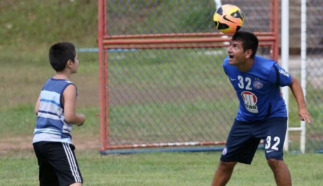 O argentino Paulo Rosales já está com a família em Salvador e levou seu filho ao Fazendão - Foto: Marco Aurélio Martins | Ag. A Tarde