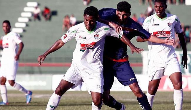 Um público de 3.016 pagantes viu o Bahia de Feira derrotar o Flu no estádio Joia da Princesa - Foto: Luiz Tito/Ag. A Tarde