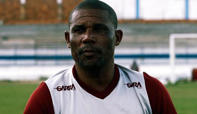 O ex-jogador Ueslei, técnico da Jacuipense, busca liderança do Baiano contra o Juazeiro - Foto: Luiz Tito/Ag. A Tarde