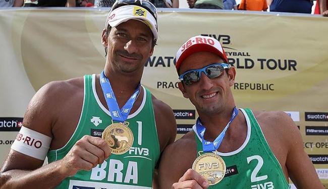 Pedro Cunha (à dir.) disputou as Olimpíadas de Londres com o baiano Ricardo, terminando em 5º lugar - Foto: Divulgação / FIVB