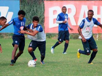 Ataque tricolor, agora formado por Adriano e por Obina, já parece funcionar em sintonia - Foto: Esporte Clube Bahia | Divulgação