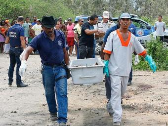 Polícia acredita que as cinco vítimas da chacina foram atacadas por rivais do tráfico - Foto: Marco Aurélio Martins   Ag. A TARDE