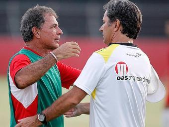 Jogo treino do Vitória contra o Botafogo realizado no Barradão Na foto: Caio Júnior e Ricardo Silva. - Foto: Eduardo Martins | Ag. A TARDE