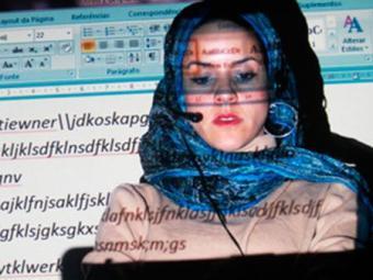 Em montagem, artista transita pelas linguagens do videoexperimental - Foto: Divulgação