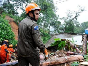 Bombeiros retomaram as buscas na manhã desta terça-feira - Foto: Tânia Rêgo   Agência Brasil