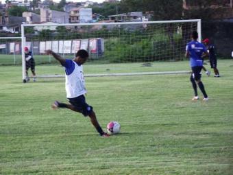 Tarde no Fazendão teve um alento: após longo período em tratamento, Ávine volta a trabalhar com bola - Foto: Esporte Clube Bahia   Divulgação