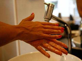 Lavar as mãos evita a proliferação de doenças como conjuntivites, gripes e resfriados - Foto: Fernando Amorim | Ag. A TARDE