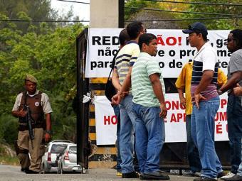 Penitenciária teve manifestação de funcionários e de parentes impedidos de visitar presos - Foto: Lúcio Távora   Ag. A TARDE