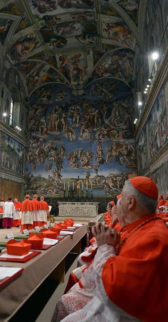 Os 115 cardeais que elegerão o o novo papa já estão fechados na capela Sistina - Foto: Agência Reuters