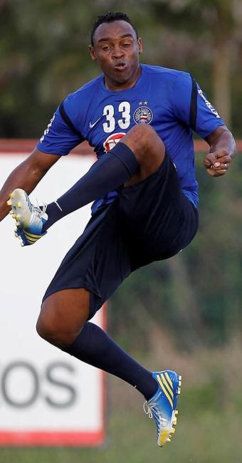 Com três gols, Obina decide treino coletivo e ganha moral para estreia no Baianão - Foto: Eduardo Martins | Agência A TARDE