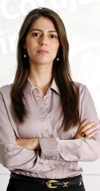 A professora Roberta Araújo recomenda que o candidato pesquise o currículo dos autores dos livros - Foto: Marco Aurélio Martins | Ag. A TARDE