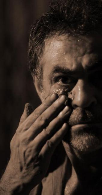 Ator baiano Carlos Betão interpreta o personagem título da peça - Foto: Petrus Pires   Divulgação