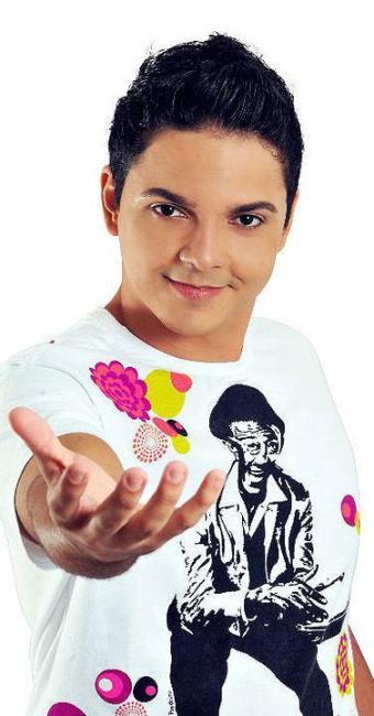 Vocalista Genard Melo canta sucessos do axé e pagode - Foto: Divulgação