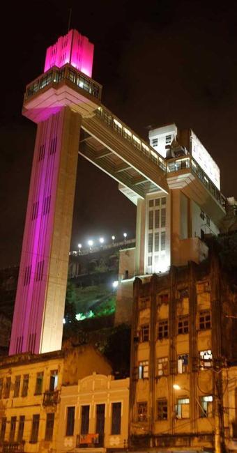 Iniciativa em apagar as luzes por uma hora visa reduzir o consumo de energia no planeta - Foto: L[ucio Távora   Ag. A TARDE