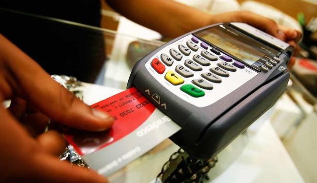 Quem faz uso de cartão de crédito deve ficar atento - Foto: Iracema Chequer | Agência A TARDE