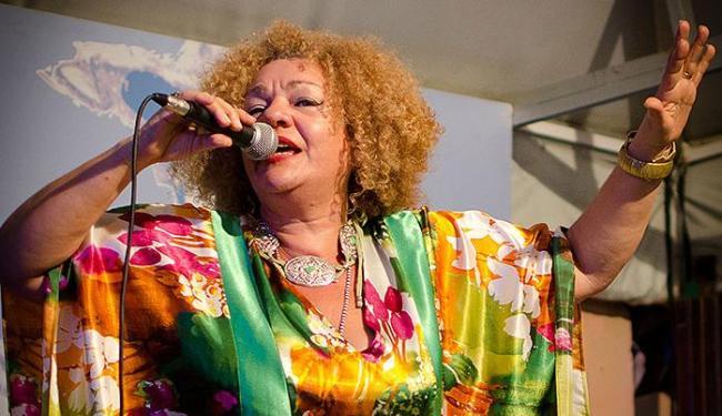 Cantora é convidada do show que homenageia as sambistas brasileiras - Foto: Esperanca Gadelha | Divulgação