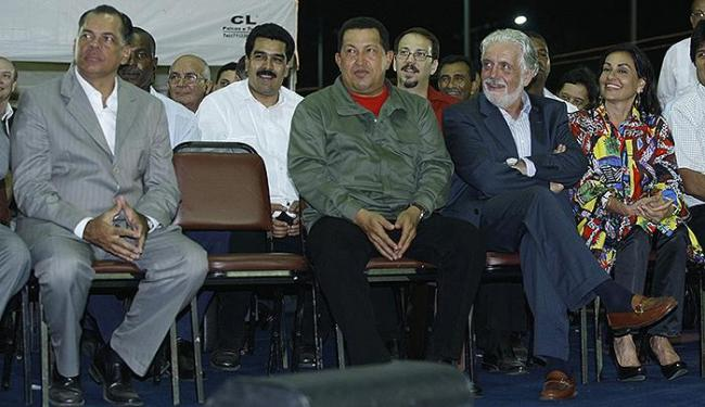 João Henrique, Hugo Chávez e Jaques Wagner na inauguração do busto de Símon Bolívar em Salvador - Foto: Fernando Vivas   Ag. A TARDE