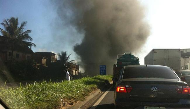 Motoristas ficaram presos no engarrafamento - Foto: Daniela Nunes   Foto do leitor