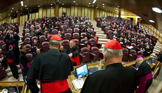 Cardeais vão se reunir pelo terceiro dia no Vaticano para decidir sobre o Conclave - Foto: Agência Reuters