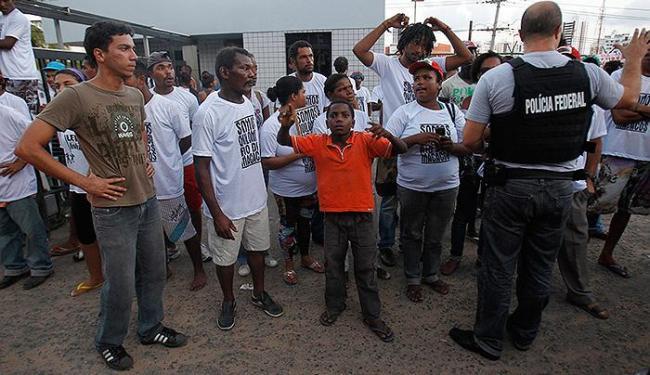 Prédio da AGU, foi ocupado pelos manifestantes em defesa da comunidade que disputa terra com Marinha - Foto: Lúcio Távora   Ag. A TARDE