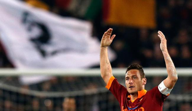 Totti igualou recorde e se tornou o segundo maior goleador da história do futebol italiano - Foto: Alessandro Bianchi / Agência Reuters