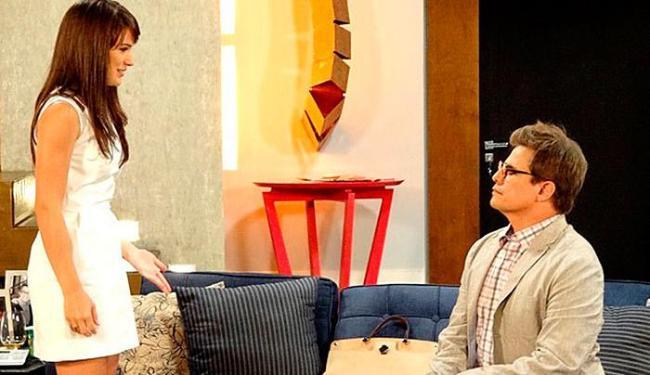 Felipe cai no golpe e Carolina faz cara de surpresa - Foto: Reprodução | TV Globo