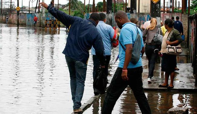 Nos períodos de chuva, alagamentos são frequentes na Rua Nilo Peçanha - Foto: Gildo Lima | Arquivo | Ag. A TARDE