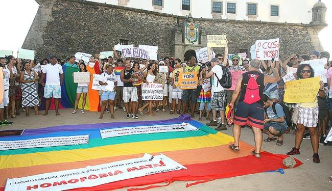 Manifestantes se concentraram no Farol da Barra e seguiram para o morro do Cristo - Foto: Luciano da Matta | Ag. A TARDE