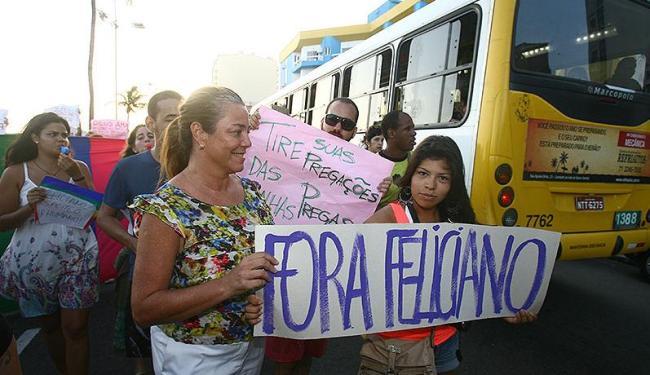 Cerca de mil pessoas realizaram protesto na Barra pedindo o afastamento do parlamentar - Foto: Luciano da Matta | Ag. A TARDE