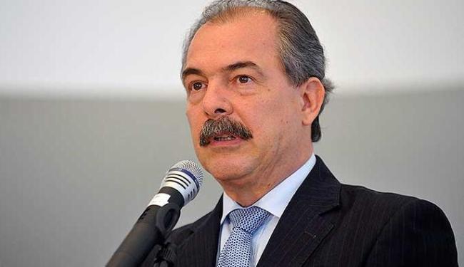 O ministro da Educação Aloísio Mercadante foi um dos agraciados com o troféu Pau de Sebo - Foto: José Cruz | Agência Brasil