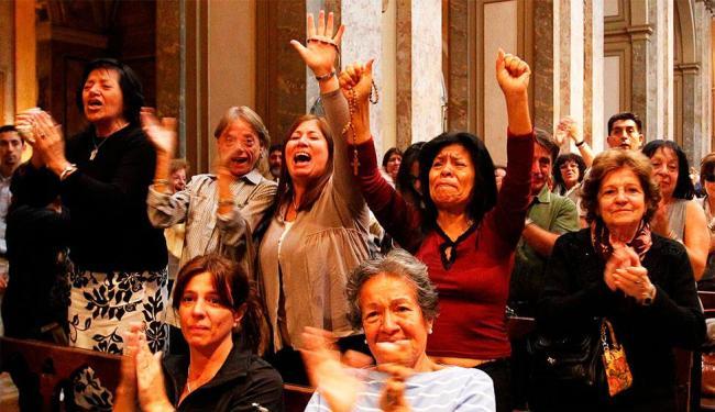 Emoção e alegria tomaram conta da Catedral Metropolitana de Buenos Aires - Foto: Agência Reuters