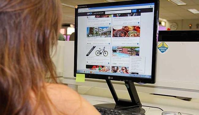 Consumidor deve ficar atento ao comprar pela internet - Foto: Joá Souza | Ag. A TARDE