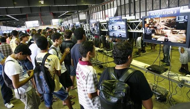 Visitantes do Gamepólitan podem testar, gratuitamente, os games recém-lançados - Foto: Marco Aurélio Martins | Ag. A TARDE