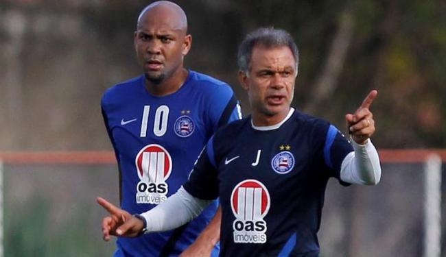 Treinador diz que Souza está chateado com a reserva e quer atacante com foco total no Baiano - Foto: Eduardo Martins | Ag. A Tarde
