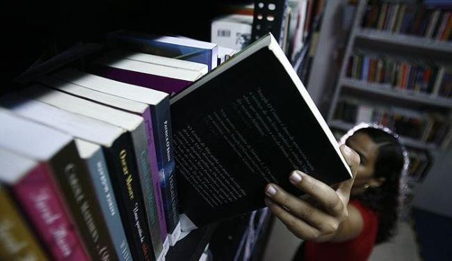 Após tratar a depressão, R.N. voltou a trabalhar e estudar - Foto: Raul Spinassé | Ag. A TARDE