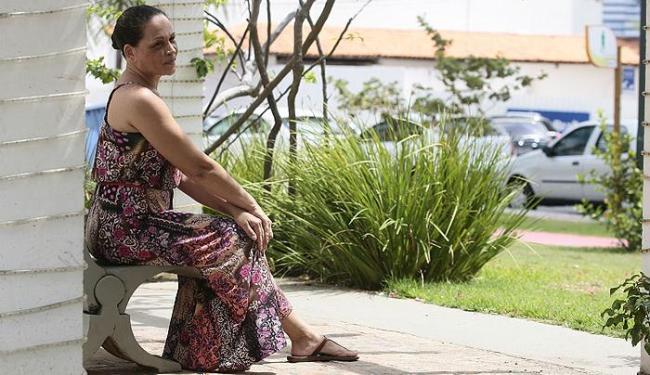 Após afastamento da atividade de recepcionista, Sandra diz que está pronta para voltar ao trabalho - Foto: Mila Cordeiro   Ag. A TARDE