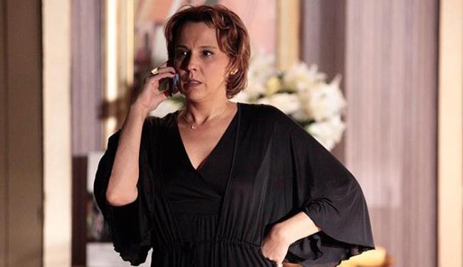 Raquel ouve conversa e é morta por Lívia - Foto: Reprodução | TV Globo