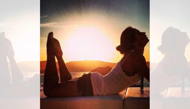 A ex-BBB se alongou e resolveu filosofar no nascer do sol - Foto: Reprodução | Instagram