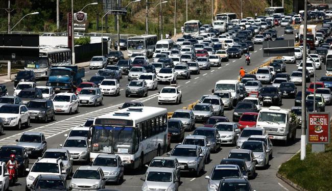 Dentre as capitais, Salvador tem o sétimo trajeto mais demorado entre casa e trabalho, segundo IBGE - Foto: Raul Spinassé   Ag. A TARDE