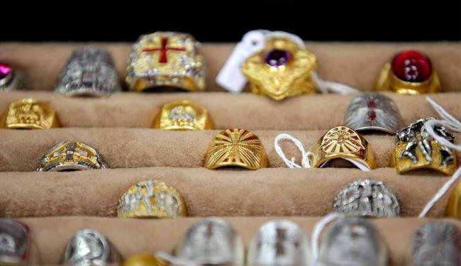 Anéis pastorais confeccionados pelo