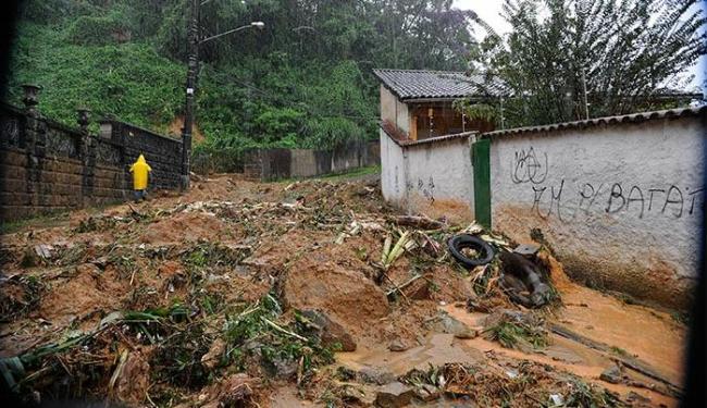 Cerca de 500 pessoas que tiveram de deixar suas casas e estão em 18 abrigos da prefeitura - Foto: Tânia Rêgo   Agência Brasil