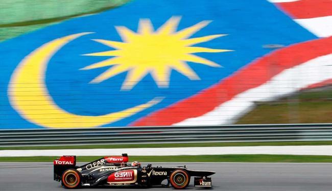 Raikkonen, da Lotus, fechou o primeiro dia com melhor tempo - Foto: Agência Reuters