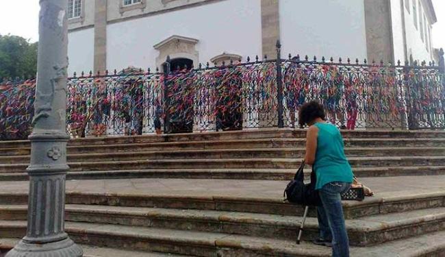 Escadarias complicam acesso de quem tem dificuldade de locomoção - Foto: Paula Pitta | Ag. A TARDE