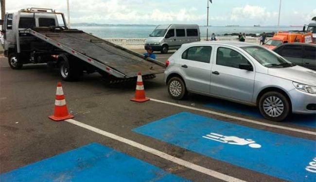 Veículo não tinha identificação que permite estacionar em vaga especial - Foto: Divulgação | Transalvador